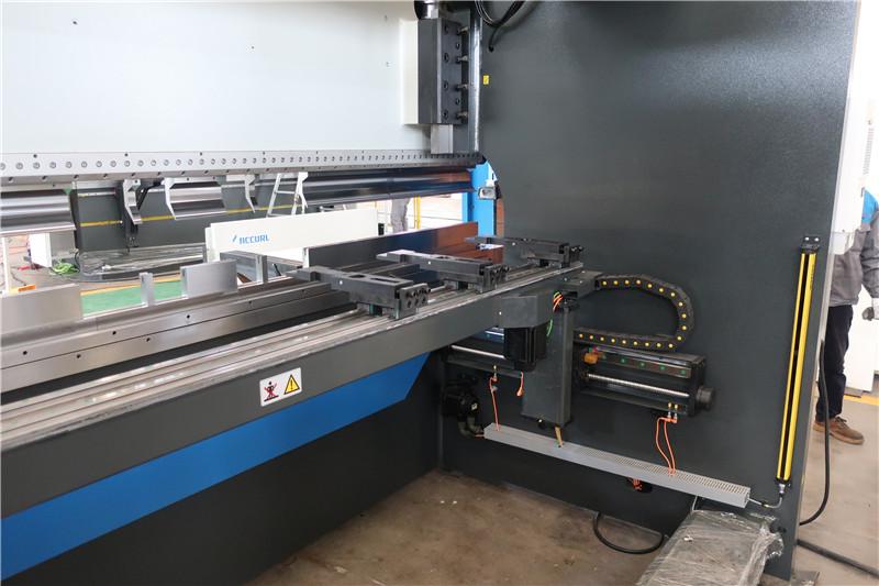 BGA-4 X eta R-ardatzaren CNC Backgauge