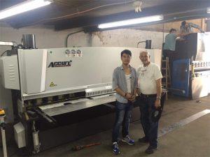 Chipre Client Bisitatu Prentsa Brake Machine eta Zizaila Makina gure fabrikan